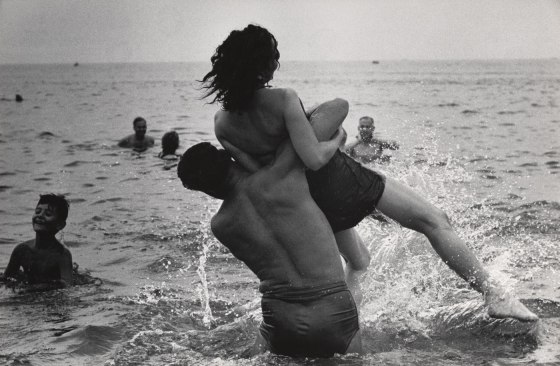 garry-winogrand-coney-island-new-york-ca-1952-web